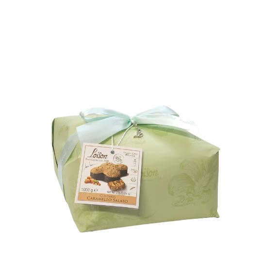 Colomba al caramello in incarto verde pastello e fiocco turchese di decorazione